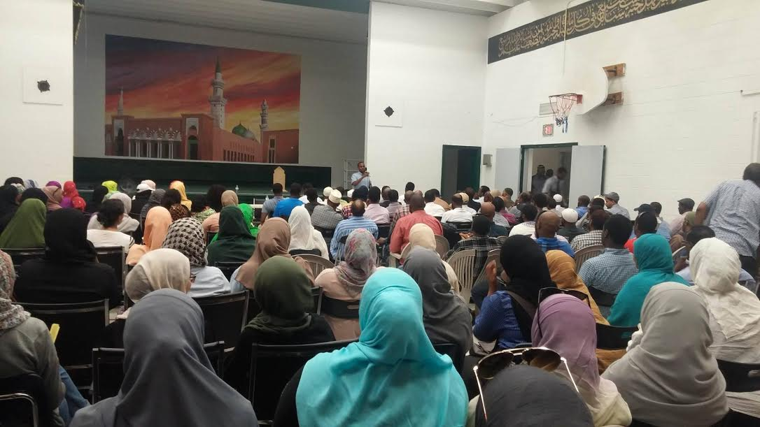Close to 400 mourners attended a solidarity meeting held at the Ottawa Islamic School on Tuesday, July 26, 2016. This was a space for members of the community to share their grief and shock over the tragic death of our brother and offer condolences to the family of Abdirahman Abdi (AUN).
